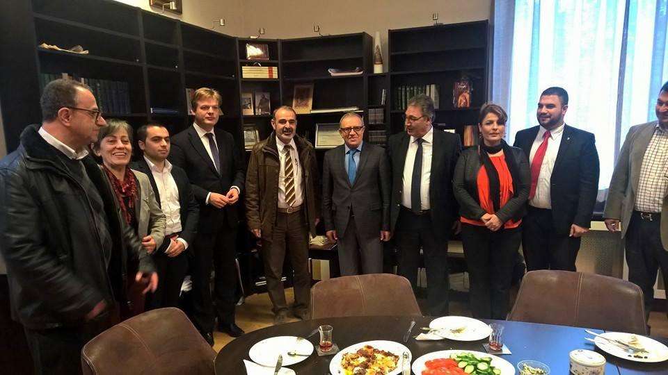 Hollanda'da Ermeni kilisesinin ayinine katilan HDP'li vekil bakin kimle beraberdi5